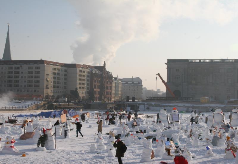 Berlin building snowman