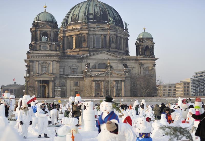 snowmen demonstration against climate change